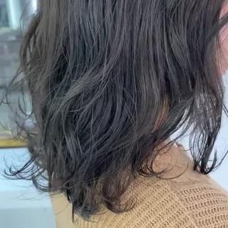 アッシュベージュ ミディアム グレージュ ナチュラル ヘアスタイルや髪型の写真・画像
