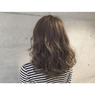 ハイライト グラデーションカラー アッシュ ミディアム ヘアスタイルや髪型の写真・画像