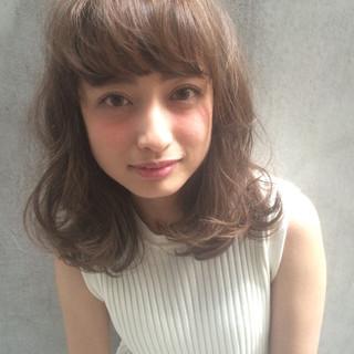 外国人風 アッシュ 小顔 ミディアム ヘアスタイルや髪型の写真・画像