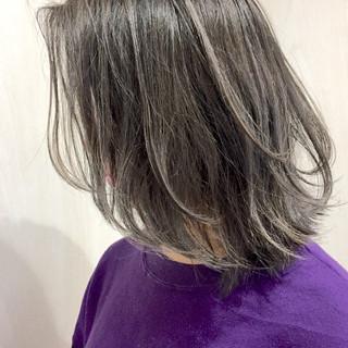 ミディアム アッシュ ストリート ハイライト ヘアスタイルや髪型の写真・画像