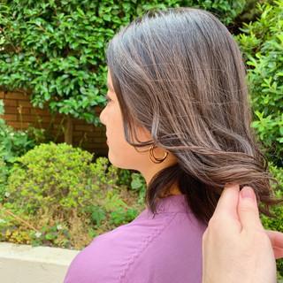 ハイライト フェミニン ブラウン アッシュブラウン ヘアスタイルや髪型の写真・画像