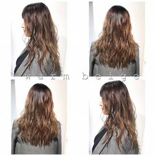 グレージュ セミロング ブリーチカラー レイヤーカット ヘアスタイルや髪型の写真・画像