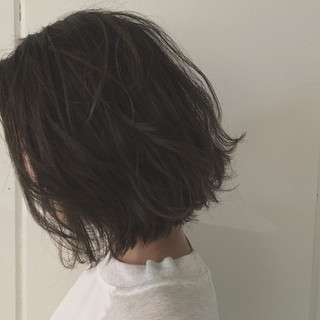 ボブ アッシュ ウェットヘア 前下がり ヘアスタイルや髪型の写真・画像