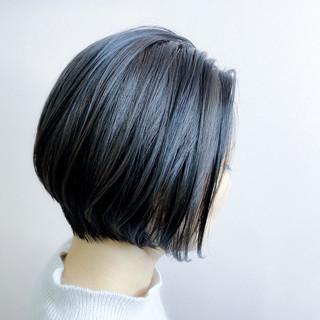 ショートボブ ストリート ブルーブラック ショートヘア ヘアスタイルや髪型の写真・画像