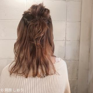 ピンク ミルクティーベージュ ミディアム 簡単ヘアアレンジ ヘアスタイルや髪型の写真・画像