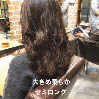 デジタルパーマ セミロング アンニュイほつれヘア ゆるふわ ヘアスタイルや髪型の写真・画像