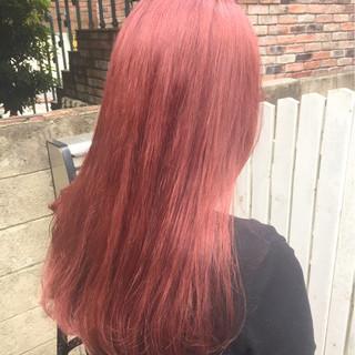 ガーリー ウェーブ ベリーピンク ロング ヘアスタイルや髪型の写真・画像