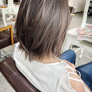 ショート 大人ハイライト グレージュ ナチュラル ヘアスタイルや髪型の写真・画像