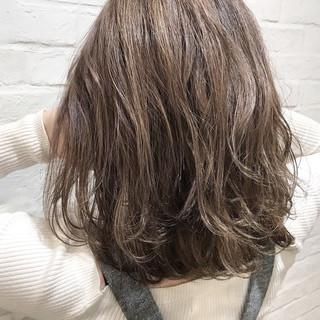 ミディアム ブラウン アッシュ グレージュ ヘアスタイルや髪型の写真・画像