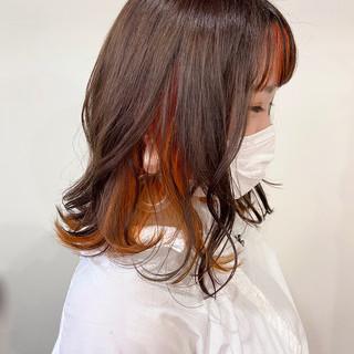 フェミニン オレンジベージュ インナーカラーオレンジ オレンジカラー ヘアスタイルや髪型の写真・画像
