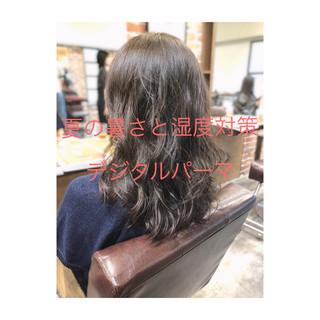 パーマ デジタルパーマ イルミナカラー ナチュラル ヘアスタイルや髪型の写真・画像