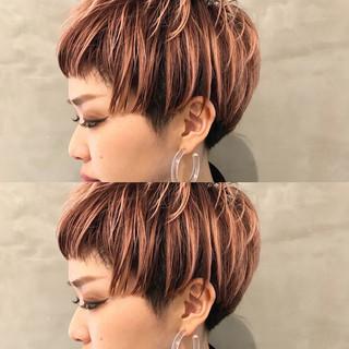 グラデーションカラー ピンク モード ベビーバング ヘアスタイルや髪型の写真・画像