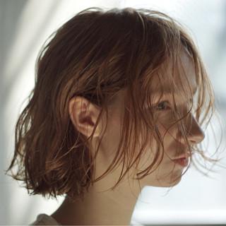 アンニュイほつれヘア 抜け感 シアーベージュ オーガニック ヘアスタイルや髪型の写真・画像