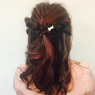 ねじり フェミニン セミロング ショート ヘアスタイルや髪型の写真・画像