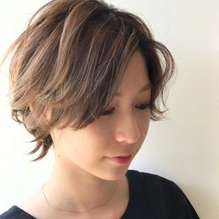 デート ショート ガーリー ハイライト ヘアスタイルや髪型の写真・画像