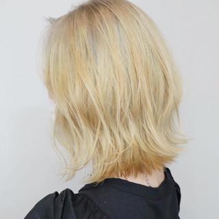 ブリーチ ボブ 切りっぱなしボブ ホワイトブリーチ ヘアスタイルや髪型の写真・画像