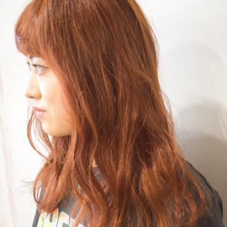 ナチュラル セミロング オレンジベージュ アプリコットオレンジ ヘアスタイルや髪型の写真・画像