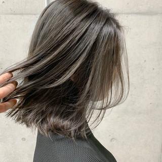 グラデーション バレイヤージュ ミディアム ナチュラル ヘアスタイルや髪型の写真・画像