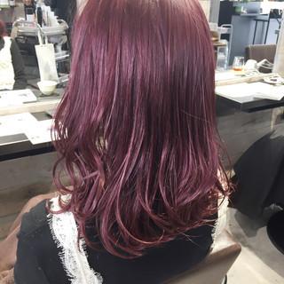 レッド セミロング ピンクアッシュ ガーリー ヘアスタイルや髪型の写真・画像