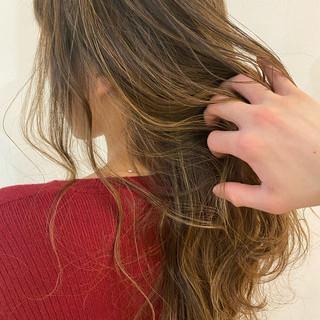 ナチュラル ハイライト メッシュ ロング ヘアスタイルや髪型の写真・画像