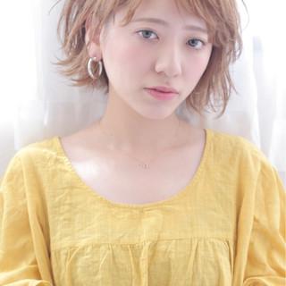 デート ショート ウェーブ 雨の日 ヘアスタイルや髪型の写真・画像