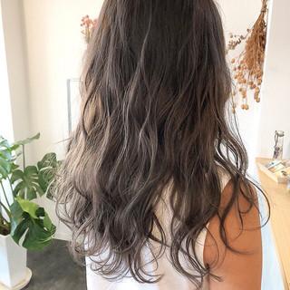 セミロング アッシュグレー アッシュグレージュ ラベンダーアッシュ ヘアスタイルや髪型の写真・画像
