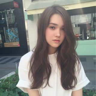 ロング ウェーブ グレージュ 外国人風カラー ヘアスタイルや髪型の写真・画像