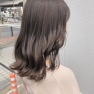 ミルクティーベージュ ゆるナチュラル セミロング アンニュイほつれヘア ヘアスタイルや髪型の写真・画像