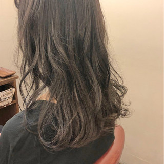 オフィス フェミニン セミロング ウェーブ ヘアスタイルや髪型の写真・画像