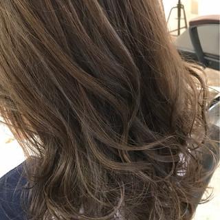 アッシュグレージュ オリーブアッシュ グレージュ マット ヘアスタイルや髪型の写真・画像