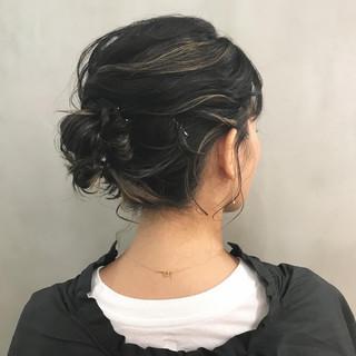 モード ヘアアレンジ セミロング 透明感 ヘアスタイルや髪型の写真・画像