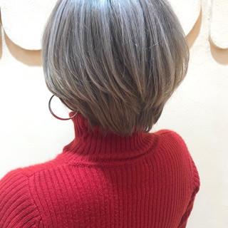 ホワイトベージュ ハイトーンカラー ハンサムショート ナチュラル ヘアスタイルや髪型の写真・画像