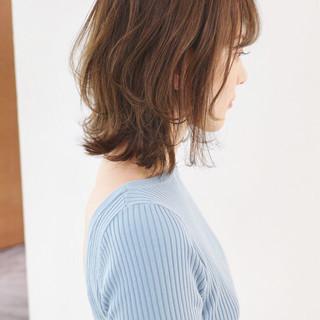 フェミニン ハイトーンカラー ミディアム ミディアムレイヤー ヘアスタイルや髪型の写真・画像