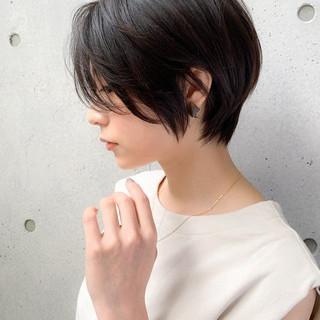 前髪あり ナチュラル アッシュ ショート ヘアスタイルや髪型の写真・画像