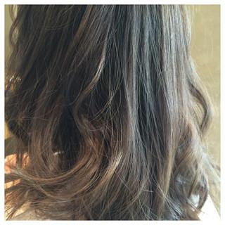 アッシュ グラデーションカラー セミロング 外国人風 ヘアスタイルや髪型の写真・画像