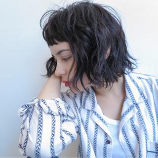 ストリート 黒髪 ショートバング 外国人風 ヘアスタイルや髪型の写真・画像