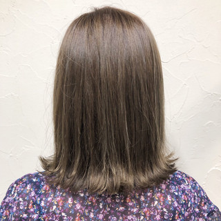 ミルクティーベージュ ヌーディベージュ ミディアム ナチュラル ヘアスタイルや髪型の写真・画像