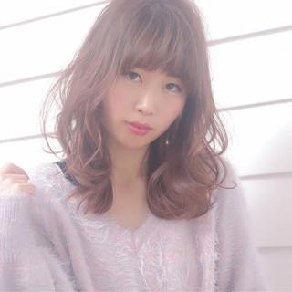 ヘアアレンジ セミロング 外国人風 フェミニン ヘアスタイルや髪型の写真・画像