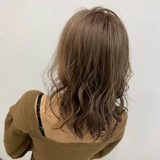 コテ巻き ブリーチ N.オイル ミルクティー ヘアスタイルや髪型の写真・画像