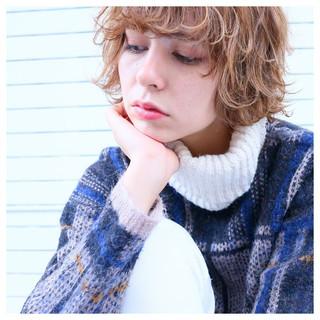 外国人風カラー ショート ゆるふわ ストリート ヘアスタイルや髪型の写真・画像