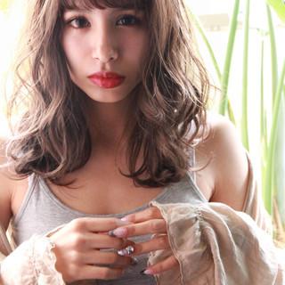 パーマ ミルクティーグレージュ ロング グレージュ ヘアスタイルや髪型の写真・画像