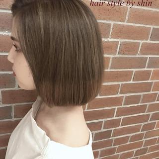 アッシュ リラックス ナチュラル デート ヘアスタイルや髪型の写真・画像