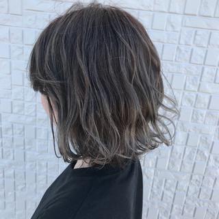 ハイライト ストリート グレージュ バレイヤージュ ヘアスタイルや髪型の写真・画像