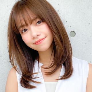 小顔 レイヤー ミディアム コンサバ ヘアスタイルや髪型の写真・画像
