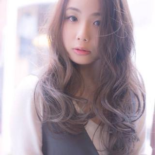 ブラウン 外国人風 ロング ナチュラル ヘアスタイルや髪型の写真・画像