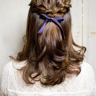 ヘアアレンジ ツイスト 編み込み ミディアム ヘアスタイルや髪型の写真・画像