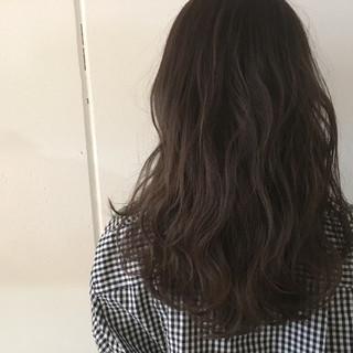 外国人風 暗髪 アッシュ セミロング ヘアスタイルや髪型の写真・画像