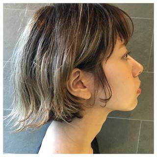 ボブ 外ハネ ウェットヘア ハイライト ヘアスタイルや髪型の写真・画像