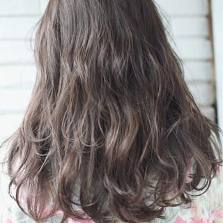 アンニュイ アッシュ ウェーブ ハイライト ヘアスタイルや髪型の写真・画像