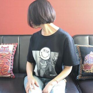 ボブ 小顔 ナチュラル グレー ヘアスタイルや髪型の写真・画像